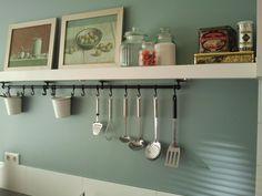 toch wel heel mooi, zo'n kleur in de keuken!  PtP 72 eucalyptus