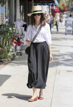 Abigail Spencer – Shopping candids In Los Angeles Celebrity Couples, Celebrity Style, Abigail Spencer Suits, Candid, Hair Cuts, Celebrities, Magazine, Shopping, Fashion