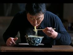 Watch a Chef Demonstrate the Proper Way to Eat Ramen - Eater