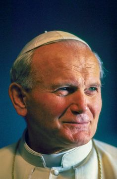 Portrait du Pape Jean-Paul II en 1986, Rome, Italie. (Photo by Gianni GIANSANTI/Gamma-Rapho via Getty Images)