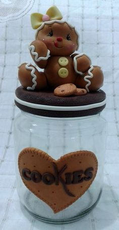*SORRY, no information as to product used ~ Pote Ginger cookies Clay Christmas Decorations, Polymer Clay Christmas, Cute Polymer Clay, Cute Clay, Polymer Clay Miniatures, Polymer Clay Projects, Polymer Clay Creations, Clay Crafts, Diy And Crafts