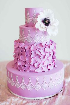 This color is gorgeous! I see more of a pinky/purple instead of a lilac color. It's very pretty.  ===  This opulent lilac-colored cake.