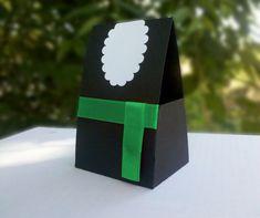 Caixa para doces - Beca Confeccionado em papel 180gr. O Tamanho da caixa: 7cm por 5,5cm e a altura 11cm. Pedido mínimo: 20 unidades.