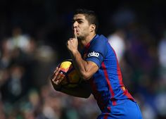 Luis Suarez of FC Barcelona celebrates after scoring the first goal for FC Barcelona and equalizer draw of the match during La Liga match between Real Betis Balompie and FC Barcelona at Benito Villamarin Stadium on January 29, 2017 in Seville, Spain.