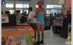 see the crazy people of walmart - you won't believe what goes on in there! People Of Walmart, Meanwhile In Walmart, Only At Walmart, Crazy People, Funny People, Good People, Strange People, Nasty People, Strange Things