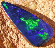 11.95 CTS  LARGE BLUE DOUBLET WITH NEON GREEN FLASH [MS4919]