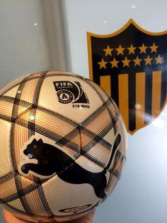 Llegó a Los Aromos la pelota @PUMA_uy para el partido contra Wanderers en la #FiestadePeñarol