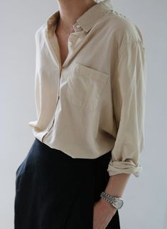 Minimal fashion style, minimal classic style, minimal chic, simple style, w Mode Style, Style Me, Trendy Style, Simple Style, Work Fashion, Fashion Outfits, Minimal Fashion Style, Fashion Clothes, Fashion Fashion