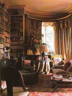 Haseley House Library - Interior Design: John Fowler and Nancy Lancaster English Cottage Interiors, Style Anglais, English Country Decor, Beautiful Library, Inspiration Design, Home Libraries, Porches, Interior And Exterior, Sweet Home