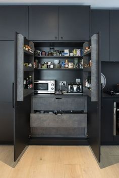 31 Black Kitchen Ideas for the Bold, Modern Home Amazing black n white kitchen cabinets for 2019 - White N Black Kitchen Cabinets Kitchen Room Design, Luxury Kitchen Design, Kitchen Cabinet Design, Home Decor Kitchen, Rustic Kitchen, Interior Design Kitchen, Kitchen Modern, Kitchen Ideas, Interior Ideas