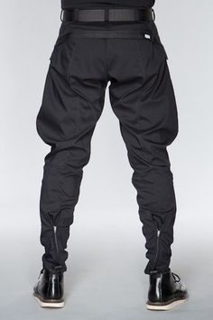 f47a667e635c7ccd8344f5ae9cab7402--acronym-clothing-patterned-pants.jpg 400×600 pixels