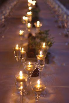 Candlelight Winterhochzeit in den Bergen von Garmisch-Partenkirchen, Riessersee Hotel, Hochzeitshotel in Bayern, Gold, Weiß, Tannenzapfen, Winter wedding gold, white, pine cones, lake-side wedding abroad