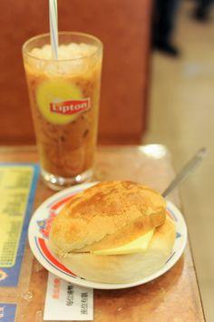 bolo yao (buttered pineapple bun) :D