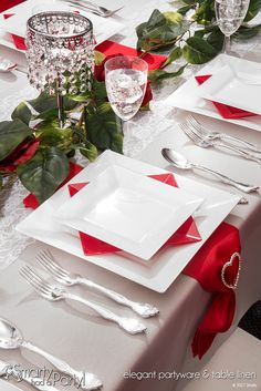 Fall in love with our Juliet tablescape - perfect for Valentine's Day! | SmartyHadAParty.com