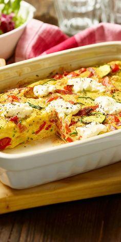 Das italienische Omelett aufgepeppt: Bunte Frittata! Mit knackigen Tomaten und Zucchini sowie cremigem Frischkäse und Chorizo, schmeckt dieses Gericht einfach köstlich. Wir empfehlen dazu einen bunten Salat. Lasst es euch schmecken.
