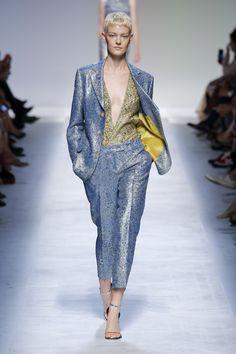 Ermanno Scervino Frühjahr 2019 Prêt-à-porter Kollektion – Vogue - Mode Frauen Ideen Styles Runway Fashion, Spring Fashion, Fashion Outfits, Womens Fashion, Fashion Brand, High Fashion, Fashion Design, Vogue, Milano Fashion Week