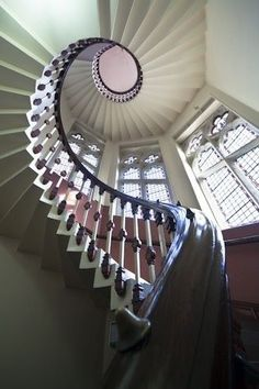 Sprial staircase with unique balustrade details Grand Staircase, Staircase Design, Beautiful Stairs, Take The Stairs, Stair Steps, House Stairs, Stairway To Heaven, Design Moderne, Architectural Elements