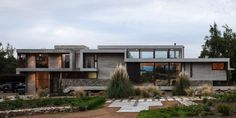 casa moderna, com pé-direito duplo