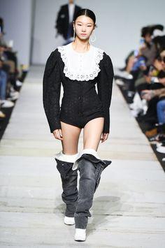 SFW : Seoul Fashion Week YCH SS19 Blackpink Fashion, Runway Fashion, Fashion Brands, Fashion Show, Fashion Outfits, Womens Fashion, Seoul Fashion, Fashion Design, Celebrity Outfits