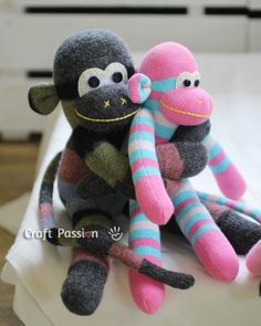 30 cute ideas for sock animal sewing patterns. The sock monkey of course, but lots of other sock animals to sew too. Great hand-sewing fun for kids too. Sewing Toys, Sewing Crafts, Sewing Projects, Craft Projects, Sock Crafts, Fabric Crafts, Diy Crafts, Sewing Patterns Free, Free Sewing