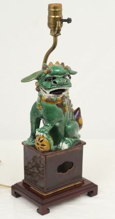 CHINESE FOO DOGS | Chinese Porcelain Foo Dog at 1stdibs