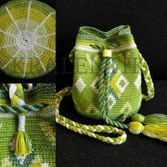 MINI Spring groen   MOCHILA BAGS   Kralentik Tapestry Bag, Tapestry Crochet, Mochila Crochet, Mini Mochila, Crochet Purses, Crochet Bags, Pottery Designs, Crochet Accessories, Small Bags