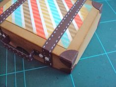 Ellen Hamhuis: Koffertje Recycled Crafts, Diy And Crafts, Arts And Crafts, Cardboard Suitcase, Travel Cards, Baby Shower Fun, Stampin Up, Craft Projects, Recycling