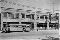 Colonial-Coach-Lines-Terminal-on-Albert-Street-in-Ottawa - where I started my working life. Canadian Forest, Capital Of Canada, Canadian History, Old Buildings, Ottawa, Quebec, Ontario, Vintage Photos, Colonial