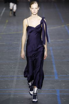 See the complete John Galliano Fall 2016 Ready-to-Wear collection.