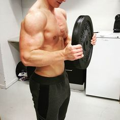 Stemningsbilllede fra shootet i lørdags. Hold nu kæft @yowlander har nogle vilde guns!   #poweraddict #Bodybuilding #fitness #fitnessdk #fitnessworlddk #guns #swole #shredded #biceps #pump #gym #gymlife #fitfamdk #fitfam