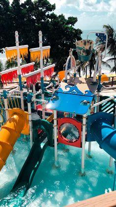 O Espaço Praiamar Beach é uma área de lazer com piscinas para adultos e crianças, parque aquático infantil, sala de jogos, playground, restaurante, lojas e acesso direto à praia de Ponta Negra. Rio Grande Do Norte, Fair Grounds, Fun, Travel, Water Playground, Game Room, Children Playground, Play Areas, Parks