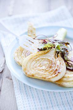 Fenouil aux mandarines et oseille - Fennel with Mandarins - Recipe in French Roasted Fennel, Sorrel Recipe, Fennel Recipes, Healthy Herbs, Cooking Recipes, Healthy Recipes, Cooking Tips, Fabulous Foods, Vegetarian