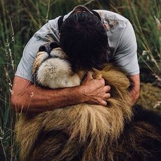 Pet a lion! Kevin Richardson and his Lion Photo by M. McMahon -- National Geographic Your Shot Kevin Richardson, Vida Animal, Mundo Animal, My Animal, Beautiful Creatures, Animals Beautiful, Animals And Pets, Cute Animals, Lions Photos