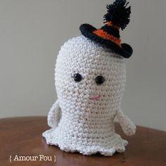 Boo the small ghost amigurumi pattern. FREE PDF 3/15