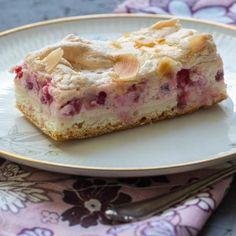 Rezept für einen sommerlichen Johannisbeer Baiserkuchen, einfache Zubereitung mit einem Quarkteig. Auch für gefrorene Johannisbeeren geeignet.