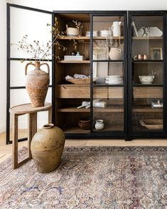 Dining Cabinet, Cabinet Decor, Kitchen Dining, Dining Room Office, Living Room Interior, Home Living Room, Living Room Cabinets, Living Room Hutch, Living Room With Bookshelves