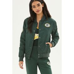 Forever21 NFL Packers Bomber Jacket ($40) ❤ liked on Polyvore featuring outerwear, jackets, padded bomber jacket, lined bomber jacket, forever 21 jackets, long sleeve jacket and nfl jackets