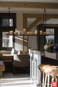 Keuken inrichting met luxe eettafel