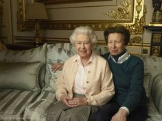 In this official photograph released by Buckingham Palace to mark her birthday, Queen Elizabeth II is pictured with her daughter, The Princess Royal, in the White Drawing Room at Windsor Castle in England. Annie Leibovitz, Prince Georges, Queen 90th Birthday, Happy Birthday, Birthday Stuff, Reine Victoria, English Royal Family, Foto Real, Isabel Ii