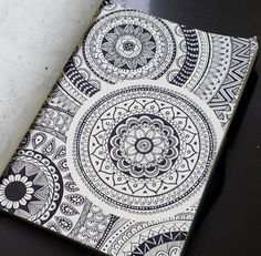 Easy Mandala Drawing, Mandala Art Lesson, Mandala Doodle, Mandala Artwork, Doodle Art Drawing, Zentangle Drawings, Pencil Art Drawings, Art Drawings Sketches, Zentangles