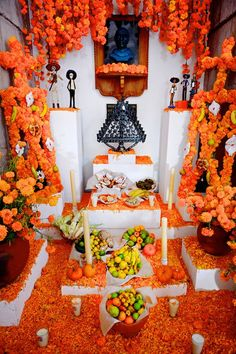 Ofrenda del dia de muertos, Patzcuaro region, Michoacan, Mexico - for more of… Day Of The Dead Party, Holidays To Mexico, Happy Holidays, All Souls Day, Mexican Holiday, We Are The World, Mexican Folk Art, Hallows Eve, Halloween Decorations