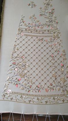 Zardozi Embroidery, Embroidery On Kurtis, Kurti Embroidery Design, Hand Embroidery Flowers, Bead Embroidery Patterns, Hand Work Embroidery, Couture Embroidery, Indian Embroidery, Embroidery Fashion