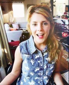 grace helbig... She's so beautiful