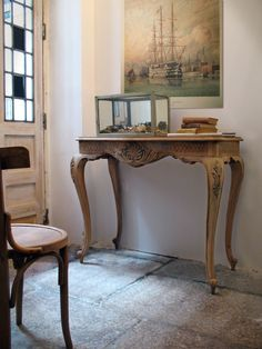 Antique console table refurbished by Taller y Medio.  http://tallerymedio.wordpress.com/category/restauracion-de-muebles/
