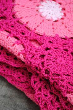Crocheted blanket :: pink