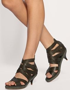 Pointed Toe Kitten Heel. Yassss! | Gasp.Swoon.Faint.Style ...