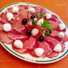 Lonzino homemade affettato con mozzarelle e olive