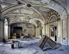 The Ruins of Detroit - Parisian photographers Yves Marchand and Romain Meffre took a trip to Detroit to capture the urban decay of a once thriving city. In their book The Ruins of Detroit. Abandoned Buildings, Abandoned Mansions, Old Buildings, Abandoned Places, Abandoned Library, Plaza Hotel, Detroit Ruins, Abandoned Detroit, Detroit Slums