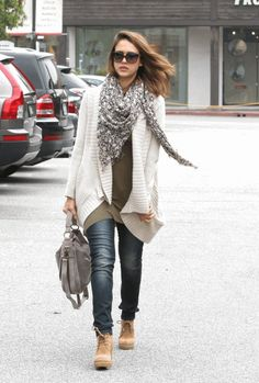 jessica alba's outfit is perfect in this picture.