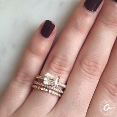24 Ideas wedding bands with engagement ring emerald jewelry Wedding Band Styles, Wedding Bands, Wedding Ring, Pretty Rings, Beautiful Rings, Classic Gold, Modern Classic, Classic Engagement Rings, Silver Tops